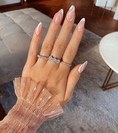 Edgy Nails, Chic Nails, Oval Nails, Neutral Nails, Stylish Nails, Oval Nail Art, Almond Acrylic Nails, Best Acrylic Nails, Acrylic Nail Designs