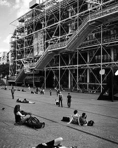 Centre Georges Pompidou, Renzo Piano, Richard Rogers, Paris. #architecture #archinerds #design #geometry #pattern #tech #bew #blackandwhite #bw #paris #france