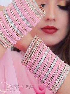 Indian Bridal Jewelry Sets, Bridal Jewelry Vintage, Bridal Bangles, Indian Jewelry, Antique Jewellery Designs, Fancy Jewellery, Indian Jewellery Design, Thread Bangles Design, Bridal Chura