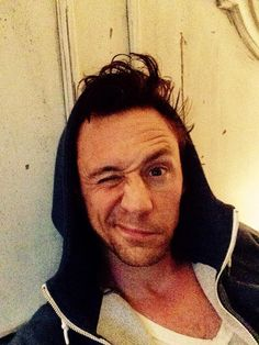 Celebrities Have Started A New Morning Selfie Craze Called #WakeUpCall ~~ Behold, Tom and his bedhead.