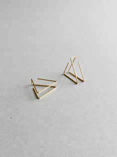 Minimal Triangle Earrings - Dainty Earrings for Her - Triangle Ear Jacket - Gold filled Ear Jacket - Thin Line Earrings - Girlfriend Gift - Best Jewelry Design 💎 Dainty Earrings, Emerald Earrings, Dainty Jewelry, Round Earrings, Cute Jewelry, Crystal Earrings, Jewelry Accessories, Ear Earrings, Chandelier Earrings