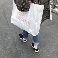 Mode Ulzzang, Ulzzang Girl, Korean Aesthetic, White Aesthetic, Aesthetic Themes, Ying Y Yang, Kpop Merch, Wattpad, Types Of Fashion Styles