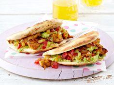 Spicy Chicken im Pitabrot mit Guacamole Rezept