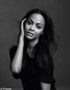 Certains bruits de couloirs annonçaient il y a quelques jours l'arrivée de la belle jeune femme dans le clan des égéries L'Oréal Paris. La nouvelle nous a été confirmée par la marque. Véritable star du cinéma hollywoodien depuis son rôle de Neytiri dans le film « Avatar », Zoé Saldana signe son premier contrat d'égérie pour une marque de cosmétiques. http://www.elle.fr/Beaute/News-beaute/Beaute-des-stars/Zoe-Saldana-rejoint-la-grande-famille-des-egeries-L-Oreal-2694208