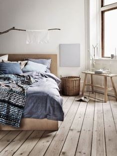 Discover Modern examples of Minimalist Bedroom Decor Ideas design in your home. See the best designs for your interior bedroom. Interior, Home, Home Bedroom, Awesome Bedrooms, Bedroom Interior, Scandinavian Home, House Interior, Minimalist Bedroom, Interior Design