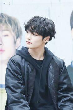 Read from the story A irmã do meu melhor amigo-Taehyung by Farofadekpop with 527 reads. /Sook on/Jeongin. Lee Min Ho, K Pop, Rapper, Taehyung, Kids Board, Wattpad, Lee Know, Kpop Boy, Got7 Jackson