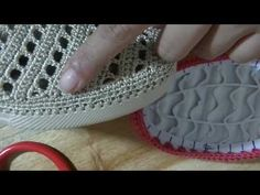 Crochet paso a paso tutorials spanish 24 Ideas Crochet Sandals, Crochet Boots, Crochet Shawl, Crochet Lace, Crochet Stitches, Crochet Patterns, Flipflops, Shoe Pattern, Knitted Slippers
