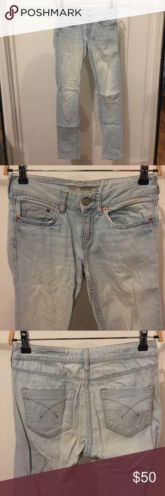 TopShop Moto Light wash Baxter skinny jeans 25 Light vintage wash. Mark on back by seam. Size 25 x 32. Slim fit. Deconstructed details at bottom gems/ pockets/ waistband. Topshop Jeans Skinny