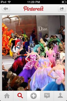 Christian Dior Haute Couture, Fall 2010 - looks like a very colourful garden Dior Fashion, Moda Fashion, Couture Fashion, Runway Fashion, Fashion Show, Fashion Design, Paris Fashion, Dress Fashion, Style Fashion