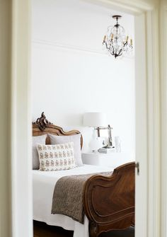 Cheap Home Decor .Cheap Home Decor French Country Bedrooms, Farmhouse Bedrooms, Country French, French Countryside, Modern Country, Country Living, Wood Beds, Elegant Homes, Beautiful Bedrooms