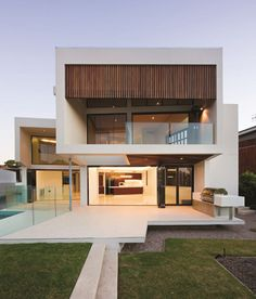 Minimalist Houses Design – We present the Sagaponac House, a stunning luxury house whose hallmark, a unique and exquisite design focused.