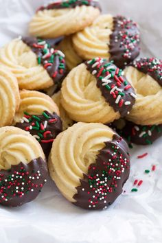 Butter Cookies - A classic Christmas cookies that everyone loves! This homemade version is far better than what you'll find in the tins at the store during the holidays and this addition of decadent chocolate (or white chocolate) takes them to a whole new Cookie Desserts, Just Desserts, Delicious Desserts, Dessert Recipes, Cake Recipes, Delicious Cookies, Yummy Recipes, Dinner Recipes, Christmas Sweets