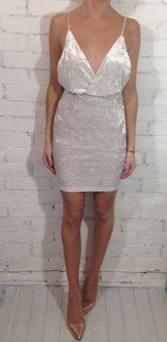 """""""JULES 'White vestido de veludo esmagado   Azelle Colecção"""