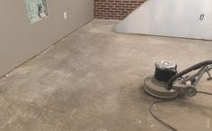 How To Remove Carpet Glue From Concrete Floor : Step By Step Guide My Design Jorge Cleaning Concrete Floors, Concrete Basement Floors, Clean Concrete, Painted Concrete Floors, Concrete Wood, Floor Cleaning, Carpet Glue, Diy Carpet, Tutorials