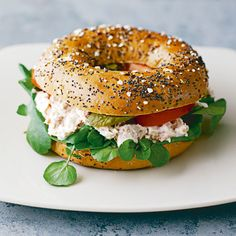 Atun Tuny, New York Bagel, Bagel Shop, Great Recipes, Healthy Recipes, Bagel Sandwich, Food Sketch, Food Poster Design, Hamburger