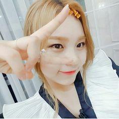 GFriend - Umji  : IG Update Extended Play, Kim Ye Won, Pearl Earrings, Drop Earrings, G Friend, Ultra Violet, Girl Photos, Photo And Video, Beautiful