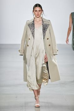 Elie Tahari Spring 2020 Ready-to-Wear Fashion Show - Vogue Elie Tahari, Fashion Show Collection, Couture Collection, Vogue Paris, Fashion 2020, Fashion Brand, Runway Fashion, Spring Fashion, Neutral Outfit