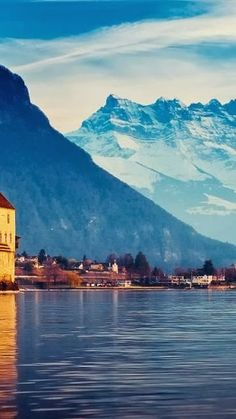 Lake Geneva, Switzerland. Our tips for 25 fun things to do in Switzerland: http://www.europealacarte.co.uk/blog/2012/02/13/what-to-do-in-switzerland/