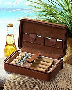 Tommy Bahama~Overnight Leather Cigar Case♡