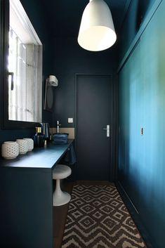 Vestibule, Double Vanity, Toilet, Architecture, Decoration, Bathroom, Mirror, Furniture, Home Decor