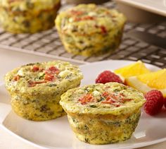 Mini Vegetable Frittatas: Rather than make one large frittata on top of the stove, bake individual ones in a muffin tin. These colorful mini vegetable frittatas have great flavor from the Cheddar and goat cheeses and the Italian Seasoning. Breakfast And Brunch, Breakfast Dishes, Breakfast Recipes, Breakfast Ideas, Sunday Recipes, Easter Recipes, Brunch Recipes, Egg Recipes, Vegetable Frittata