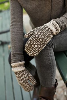 Burnham Mittens by Leila Raabe Mitten Gloves, Mittens Pattern, Casual Chique, Brooklyn Tweed, Warm And Cozy, Arm Warmers, Autumn Winter Fashion, Winter, Woman Clothing