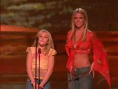 Britney Spears and little sister Jamie Lynn Spears - Teen Choice Awards 2002 HQ    THEY WERE SO LITTLE