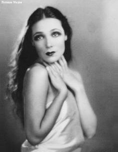 Dolores del Río – Mexican Actress from the Silent Era, Golden Age of Hollywood & Mexican films. Golden Age Of Hollywood, Vintage Hollywood, Hollywood Glamour, Hollywood Stars, Classic Hollywood, Divas, Jean Harlow, Rita Hayworth, Silent Film Stars