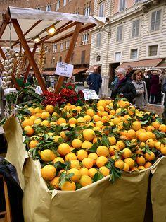 Italian food market- Lemons! I'm closing my eyes and imagining the sweet fragrance......