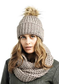 Magnifique bonnet pompon fourrure synthétique, fake fur par Eisglut