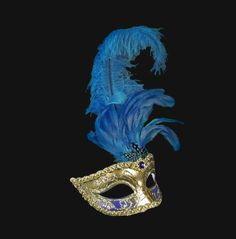 This mask is a new incarnation of romantic elegance. Princess style, to seduce slowly...
