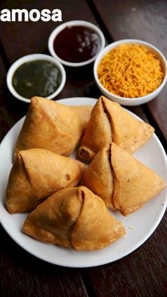 samosa recipe samosa banane ki vidhi samosa banane ka tarika aloo samosa with detailed photo and video recipe. an ultra-popular deep fried snack recipe made with spiced potatoes and plain flour. it is a popular entree, appetizers or even as a street Easy Samosa Recipes, Puri Recipes, Spicy Recipes, Vegetarian Recipes, Cooking Recipes, Samosa Recipe Videos, Oats Recipes, Snacks Recipes, Indian Recipes