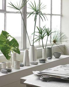 Green and White vases Decor, Pretty House, Modern Floral, Contemporary Interior, White Vases, Vase, Arrangement, Flower Vases, Bud Vases