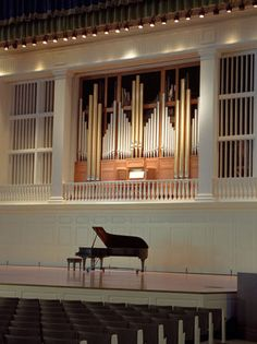 Ahhh... the Casavant Freres Op. 3796, III manual 49 stop/70 ranks built in 2001 for Edmund Chapel at Wheaton College. This organ has a lot of POWER and beauty! I would love to get a chance to play it sometime...
