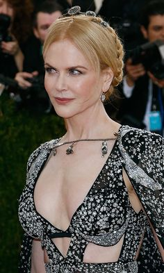 Nicole Kidman adorned her braided updo with a dark and delicate headpiece at the May 2016 'Manus x Machina: Fashion In An Age Of Technology' Costume Institute Gala in New York City.