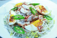 Green bean sprout chicken salad with soy sauce dressing(숙주 닭가슴살 샐러드 )