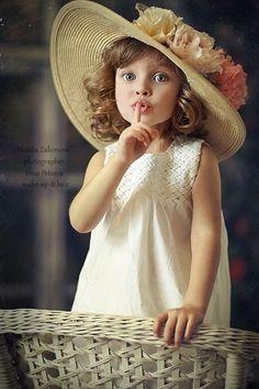 . . . ssshhh ! mami duerme y mientras tanto yo, uso su Sombrero !!!