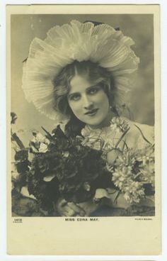 c-1905-British-Edwardian-Theater-Beauty-EDNA-MAY-in-Bonnet-photo-postcard