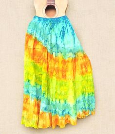 Saias tiedye com as cores do verão.  Por 5990.  Peça a sua pelo nosso Whatsapp: 13982166299