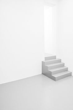 short staircase : simple, clean lines, white & grey. Space Architecture, Architecture Details, Minimal Architecture, Interior Stairs, Brick And Stone, White Aesthetic, Minimalist Design, Minimalist Kitchen, Creative Inspiration