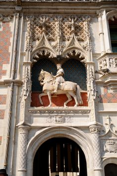Louis Xii, Roi Louis, Chateau De Blois, Chateaus, French Chateau, King Queen, Architecture, Oeuvre D'art, Day Trips