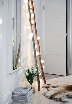 DIY projects with wooden ladder: 20 inspiring pictures and ide .- DIY Projekte mit Holzleiter: 20 inspirierende Bilder und Ideen zum Nachmachen Scandinavian interior in the living room Wooden ladder with fairy lights - Wooden Ladder, Ladder Decor, Vintage Ladder, Rustic Ladder, Antique Ladder, Diy Ladder, Style At Home, Home And Deco, My New Room