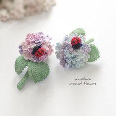 横幅約3.5㌢の小さなブローチ〜てんとう虫🐞が停まった紫陽花 #アクセサリー #ブローチ #ブローチ部 #かぎ針編み #レース糸 #クロッシェ #紫陽花 #てんとう虫 #accessories #brooches #crochet #hydrangea #ladybug… Crochet Bouquet, Crochet Flowers, Crochet Lovey, Knit Crochet, Flower Patterns, Crochet Patterns, Crochet Shoes, Irish Crochet, Crochet Crafts