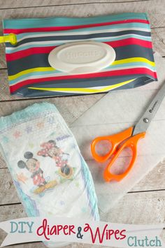 Super easy DIY Diapers & Wipes clutch that costs just a few dollars and a few seconds for a super durable diaper changing solution! Diy Diapers, Cloth Diapers, Easy Diy Projects, Sewing Projects, Diy Clutch, Wipes Case, Baby Sewing, Crafts To Do, Baby Items