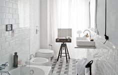 Prima&Dopo: come trasformare un bagno datato e buio con stile