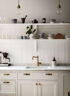 Kitchen Desks, New Kitchen, Kitchen Dining, Kitchen Cabinets, White Cabinets, Plywood Furniture, Knoxhult Ikea, Kitchen Drawer Handles, Best Kitchen Design