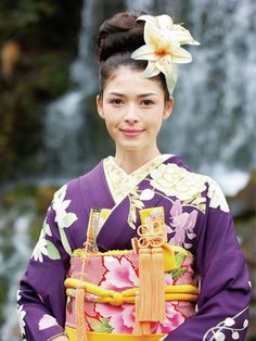Japanese formal kimono for single women