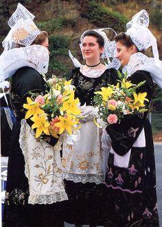 Costume of Pont-Aven and vicinity, Bro-Gernev or Cornouialle, Brittany | Finistère Bretagne