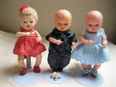 Three dolls, including a twin to my wn Veronica (white wigged baby on the left) and a doll that is possibly similar to my own Baby No-Name on the right. Pic from kirstens-dukker.dk. Kirsten mentions that the dolls get pinker over the years, as different plastics were used.