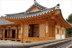 Korean traditional architecture  역사배경: History Background  1.배치.좌향Locating.orienting  2.건축요소Architectural elements  -기단 platform   -목구조 wood frame  -지붕 roof  -창호 door/window  -온돌/마루 ondol/maru  3.공간구조 Spatial Layout  4.건축적 특징 architectural characteristics
